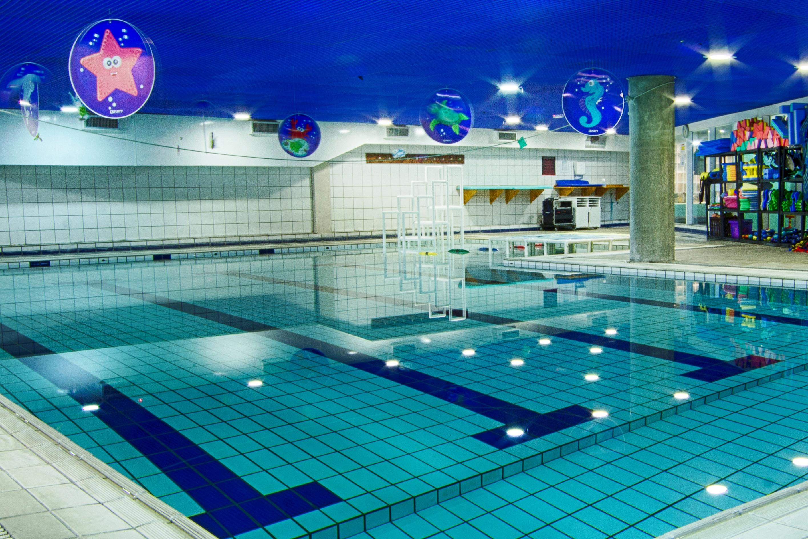 Natação SJC 10 benefícios que nadar faz à saúde e você nem sabia