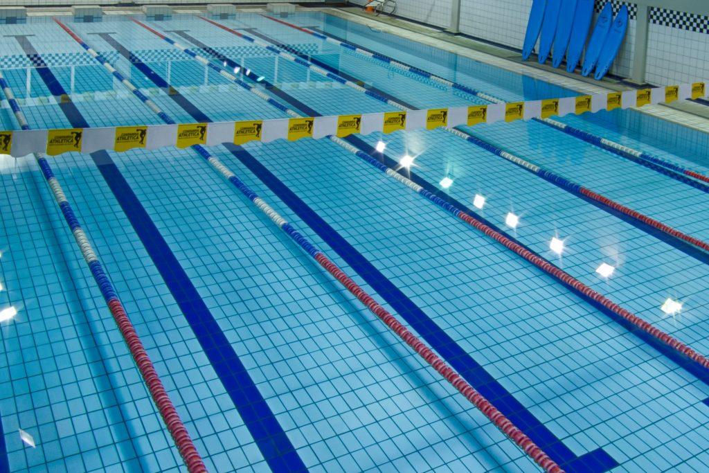 Natação e hidroginástica: piscina semi-olímpica, coberta e aquecida!