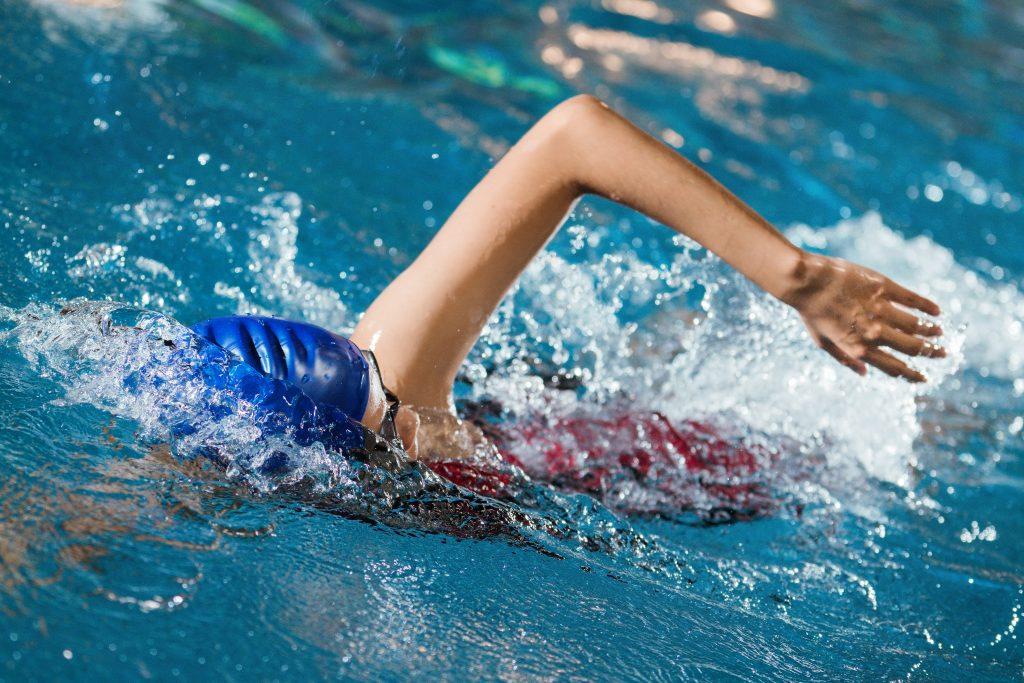 Escola de natação SJC 6 benefícios que vão te incentivar