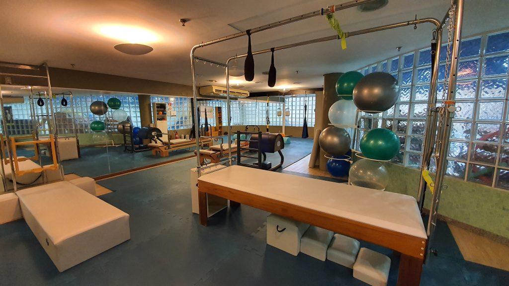 Os benefícios do Pilates são inúmeras para o corpo e a mente. Além disso, é um método que pode ser praticado por pessoas de várias idades.